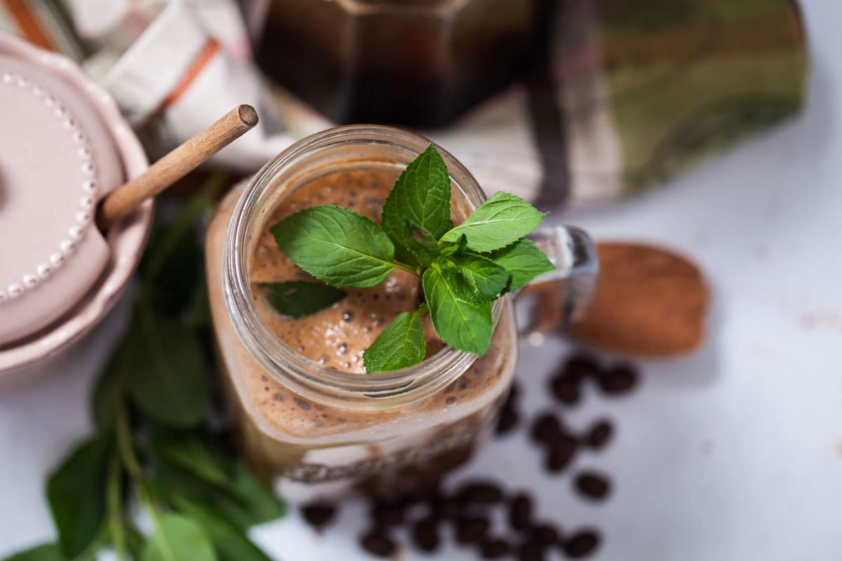 CREATIVE ENERGY-BOOSTING COLLAGEN AND COCOA SMOOTHIES