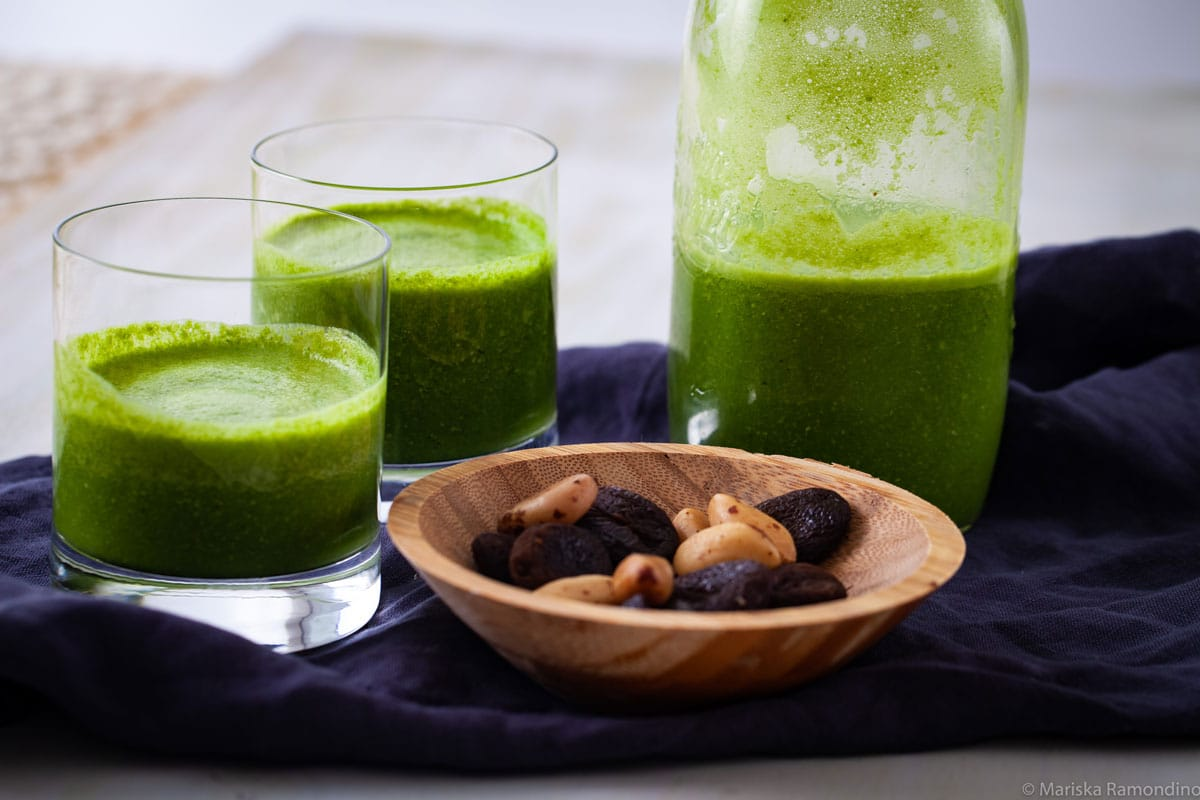 CREAMY PINEAPPLE SMOOTHIE INFUSED WITH GREEN JUICE & SEEDS