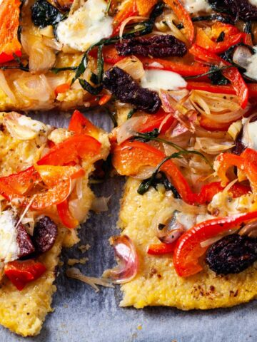 A pizza with polenta crust and veggie toppings
