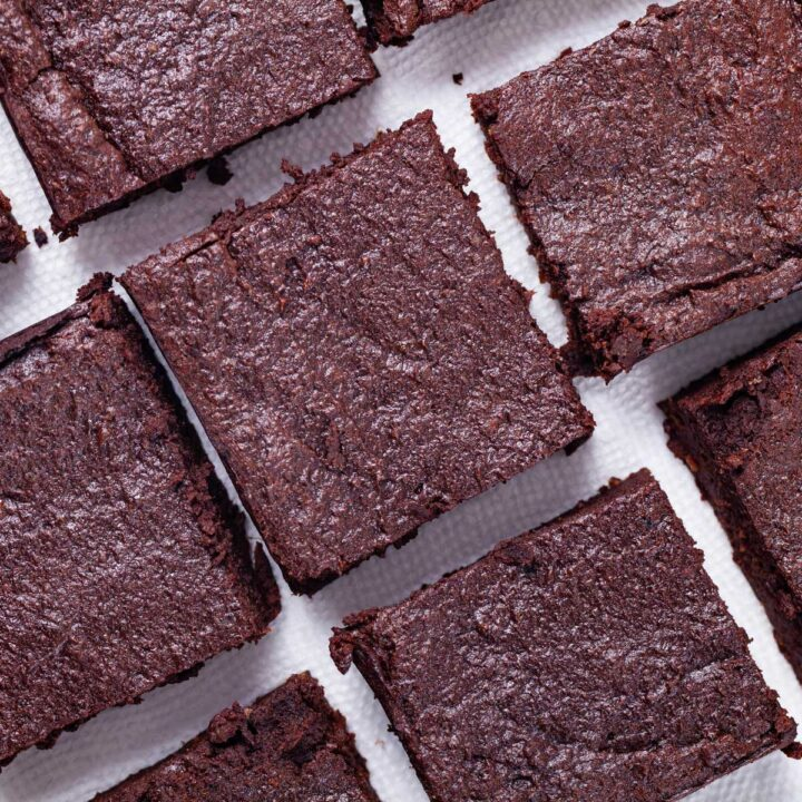 Squared chocolate brownies sorted on a napkin.